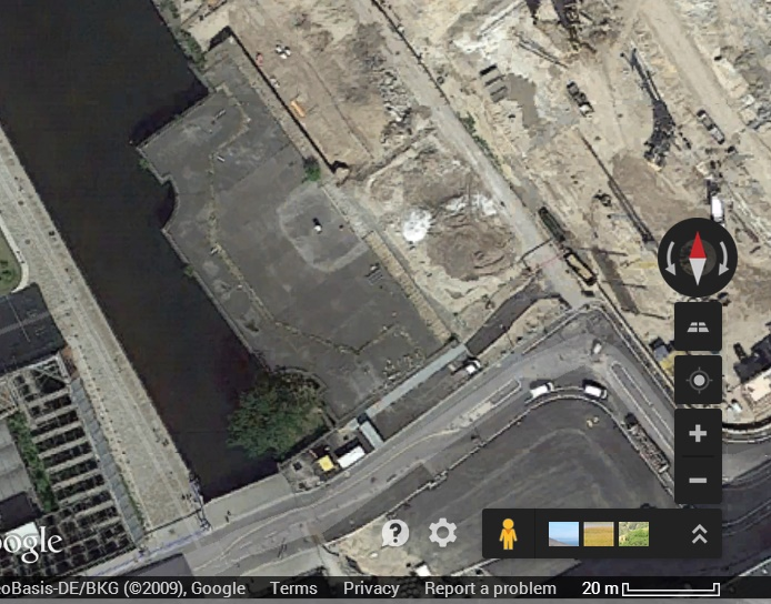 The distinctive section of plaza on the canal where the monument used to stand.
