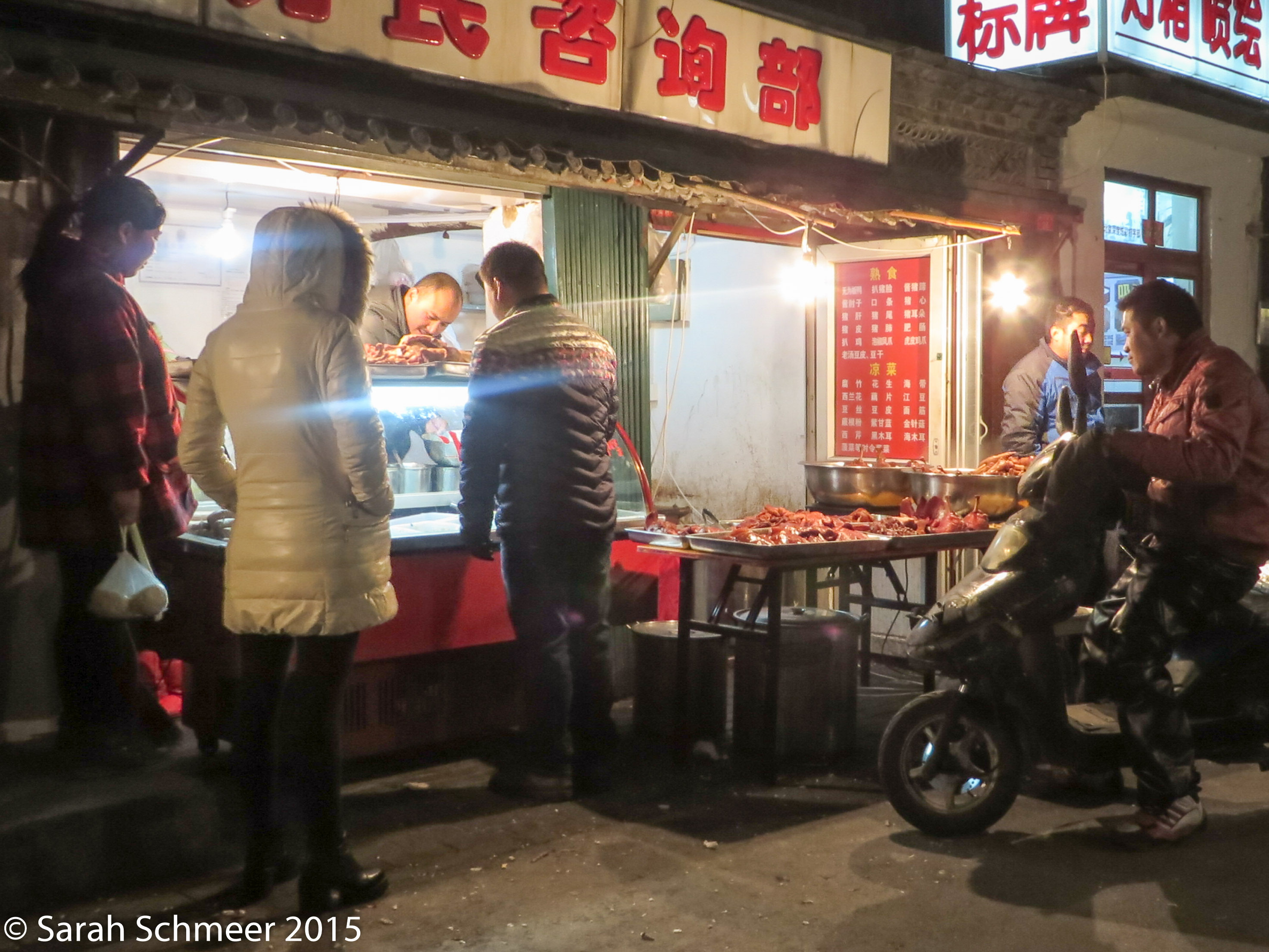 Food stalls come alive at night.
